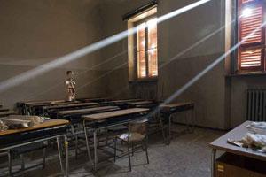 闯入闹鬼学校